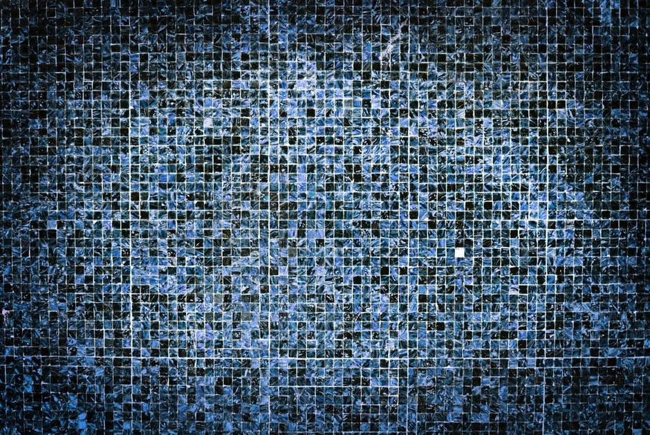 W jakich miejscach w mieszkaniu można zastosować mozaikę szklaną