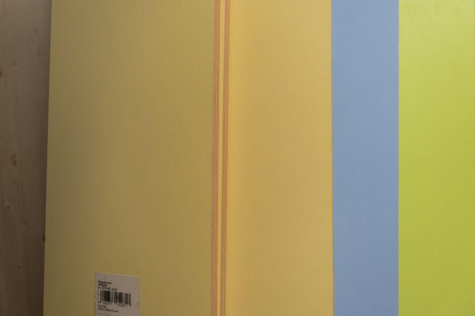 Czym charakteryzują się lakierowane i laminowane płyty meblowe?