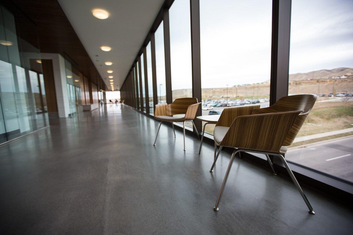 Czym charakteryzują się krzesła nowoczesne?