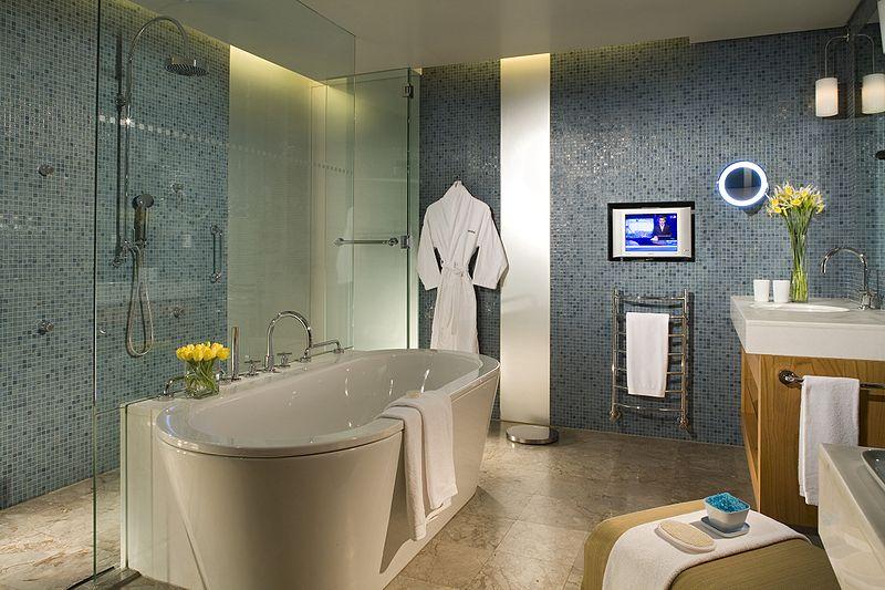 Jak zaaranżować pokój kąpielowy, by był ekskluzywny i funkcjonalny?